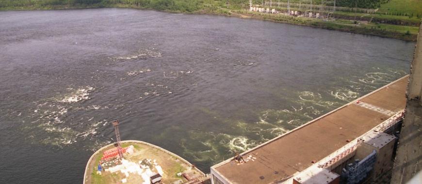 Вид с плотины Усть-Илимской ГЭС