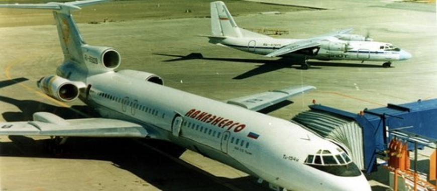 Самолет в аэропорту Усть-Илимск, 1999
