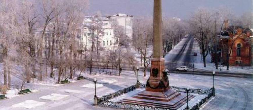 1964. Постамент памятника Александру III увенчан шпилем по проекту архитектора В.П. Шматкова.