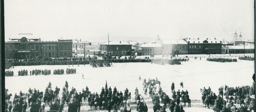 Парад войск на главной площади Иркутска