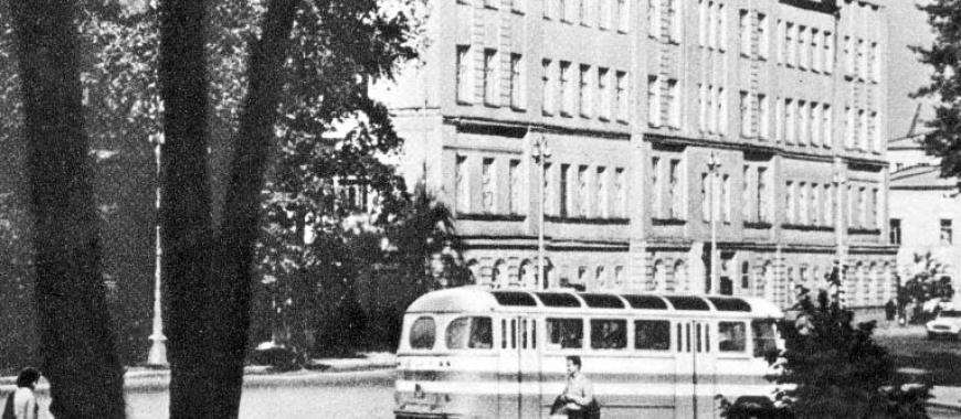 Иркутск, здание горсовета. Фото советского периода