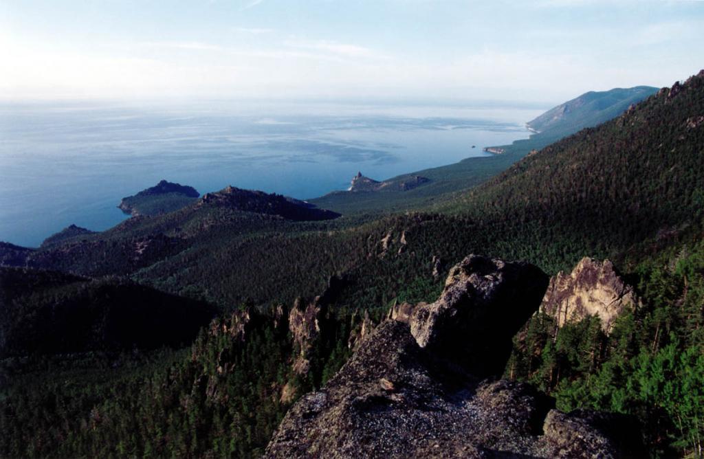 Склоны гор над Песчаной усеяны эффектными группами монолитных скал. К каждой их них за день можно совершить увлекательную экскурсию.