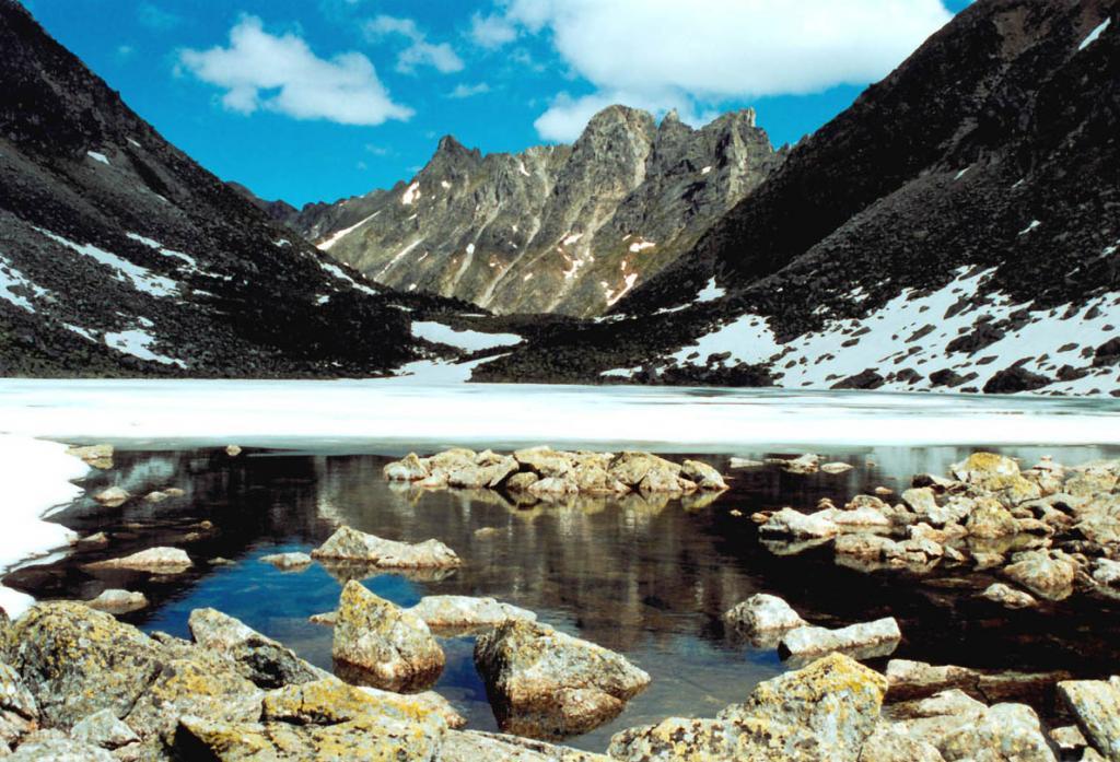Озеро в вершине первого среднего притока реки Левая Сосновка.