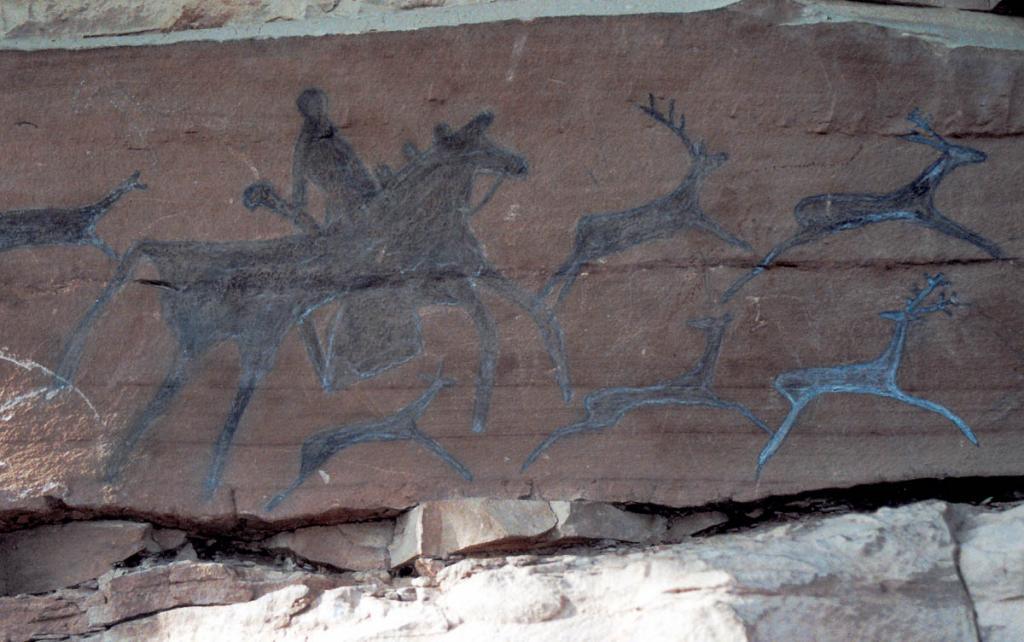 Наскальные рисунки-петроглифы - одно из бесценных сокровищ Прибайкалья, свидетельствуют о культуре народов каменного века. На снимке: Шишкинские писаницы на реке Лена, фрагмент.