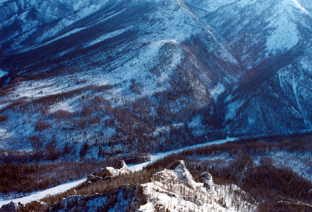 Река Уда. Восточные Саяны. Тофалария. Снимок сделан с борта вертолета Ми-8, выполняющего рейс г. Нижнеудинск - с. Алыгджэр.