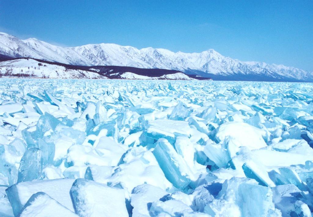 Окончательное замерзание Байкала происходит в результате длительного более чем двухмесячного процесса образования льда.