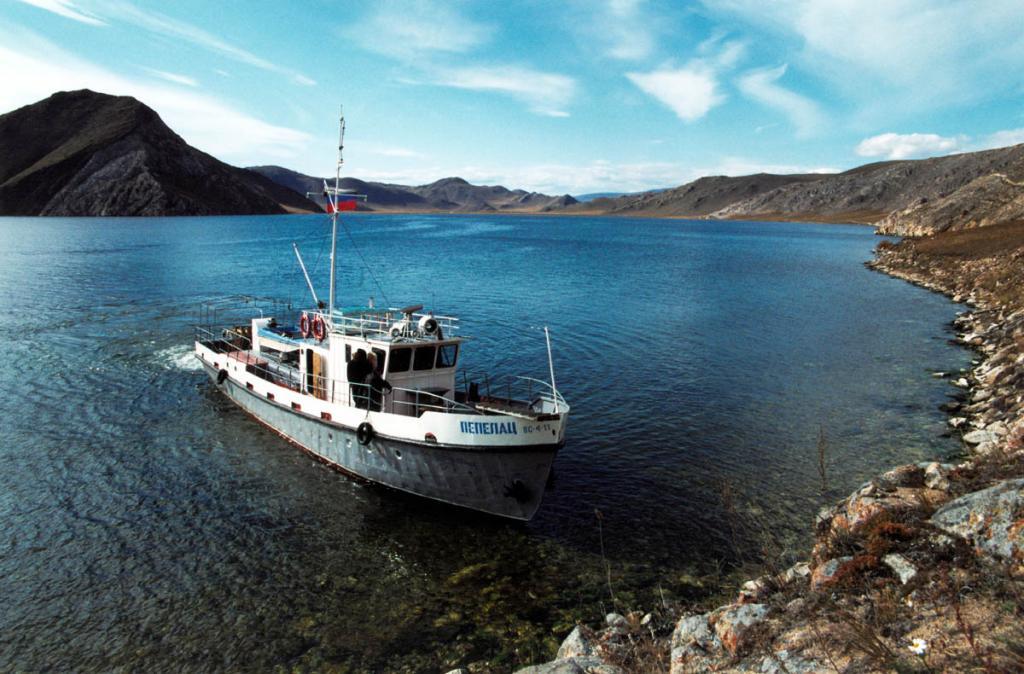 Залив Устье-Анга - один из самых широких и глубоких на западном побережье Байкала.