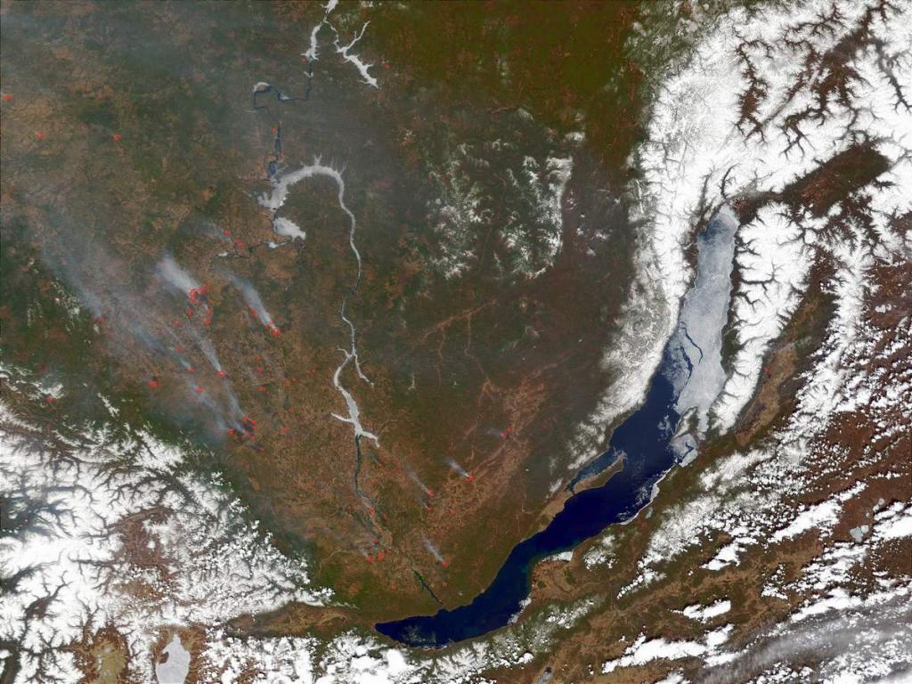 В мае, когда Байкал еще не освободился ото льда, на прилегающих к нему территориях часто случаются пожары в лесных массивах. Тысячи гектаров леса уничтожаются пожарами ежегодно в этот период.
