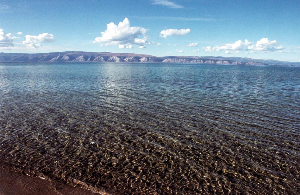 Малое море - один из уникальных по природным условиям район Байкала. Сухой климат, теплая вода в живописных мелководных бухтах, соседствующие друг с другом горнотаежные и степные ландшафты, а также доступность, сделали его одним из наиболее популярных и в то же время уязвимых мест.