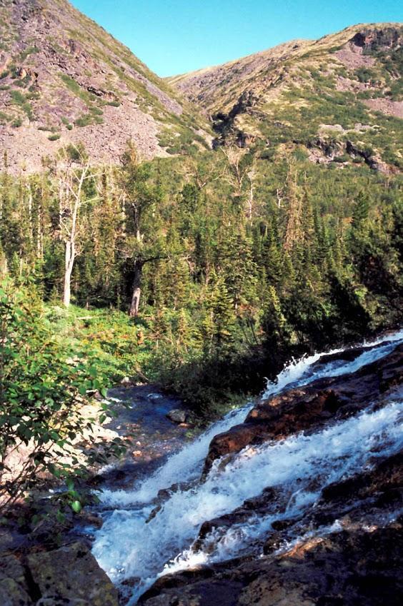 Вершина реки Правая Тонгода славится своими живописными водопадами. Байкало-Ленский заповедник.
