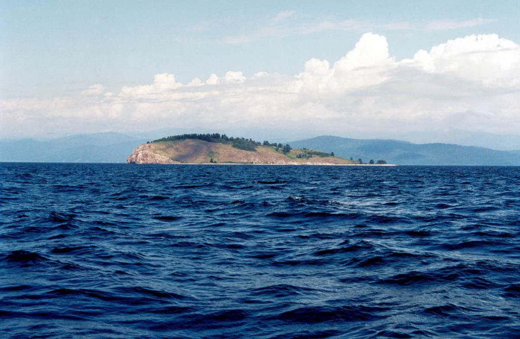 Так смотрится остров Голый Колтыгей со стороны бухты Змеиной.