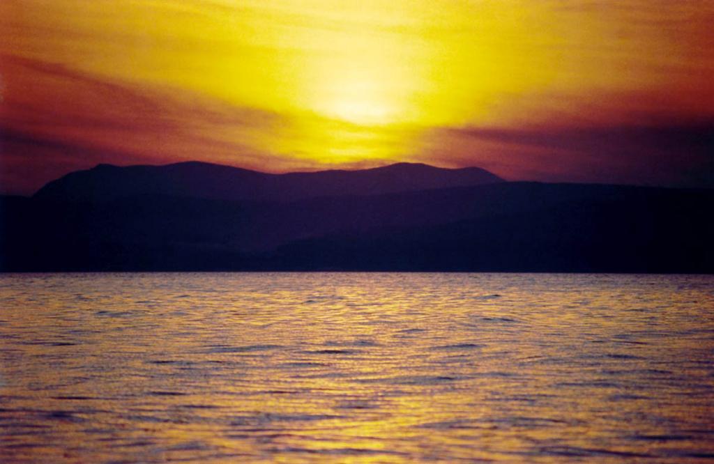 Славится сибирское море необычайным разнообразием красок солнечных закатов.