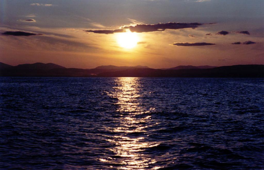 Закат над Байкальским хребтом (район мысов Котельниковский, Лударь, Красный Яр).