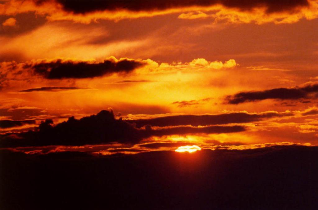 Закат над заповедными горами. Верховья реки Правая Тонгода.