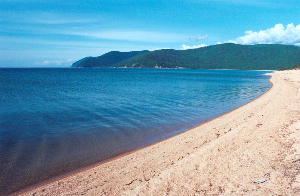 Песчаный пляж южнее устья речки Большой Чивыркуй самый большой в Чивыркуйском заливе.