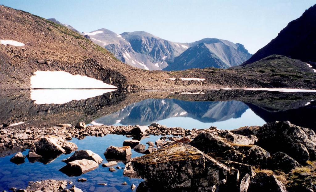 Озеро Гольцовое (Байкальский хребет, вершина р. Заворотная, 1700 м. над ур.м.).