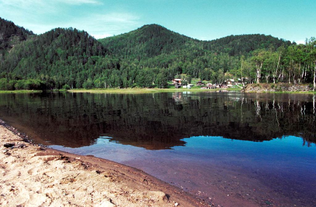 Река Половинная - самая большая на современном тупиковом отрезке Кругобайкальской железной дороги.