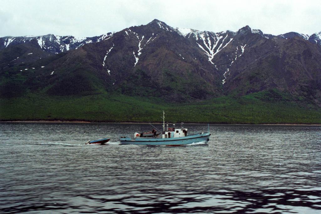Путешествие вдоль всего побережья Байкала на катере типа Ярославец занимает от 4 до 7 суток.