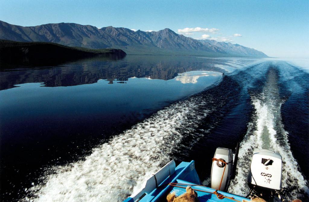 Большая часть северо-западного побережья Байкала доступна только с воды.
