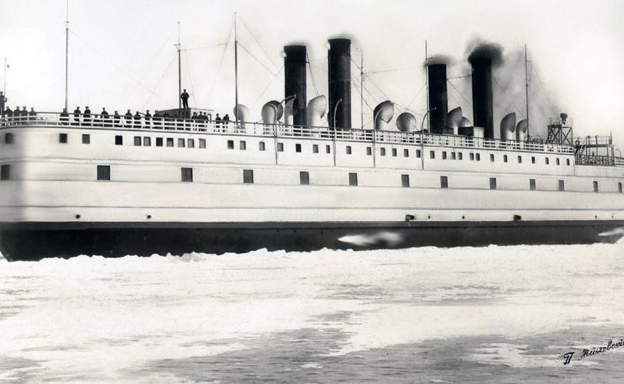 Ледокол-паром «Байкал» в плавании. Фото П. А. Милевского. 1900-е