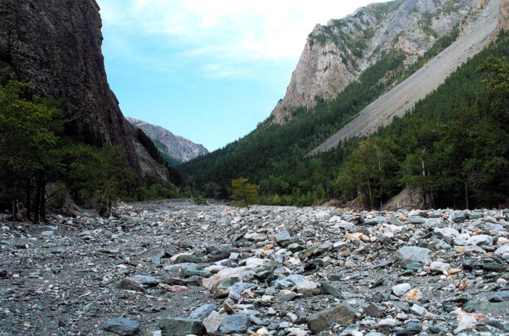 Каменистое днище долины Риты протянулось на 12 километров. Байкало-Ленский заповедник.