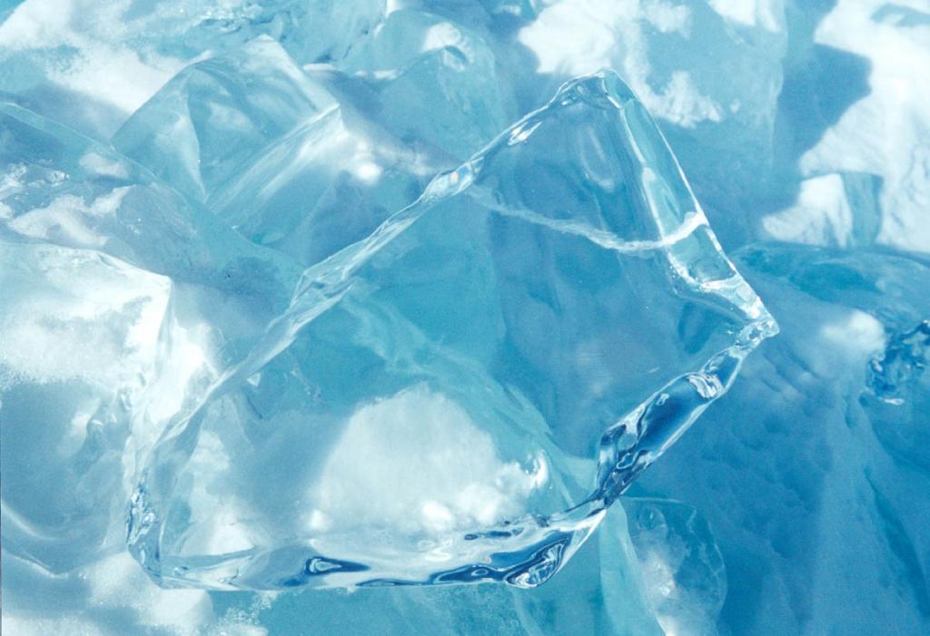 В годовом цикле преображения участвует всего одна тысячная от общего объема воды озера, но за миллионы лет каждая капля Байкала успела пройти этот процесс удивительной трансформации не один раз.