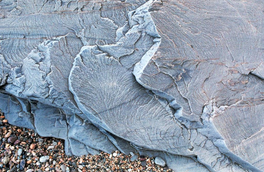 Камни на берегу Байкала. Мыс Саган-Морян.