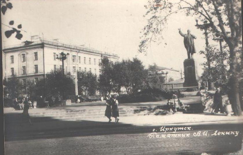 Памятник Ленину на месте бывшей Лютеранской кирхи