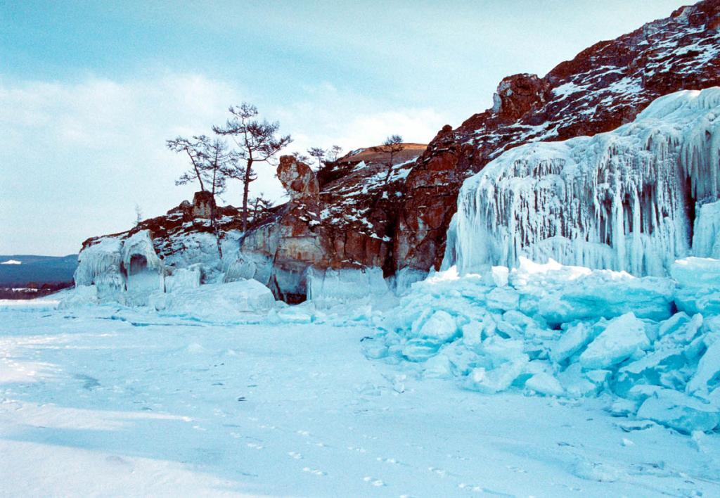 Зимний берег у мыса Бурхан.