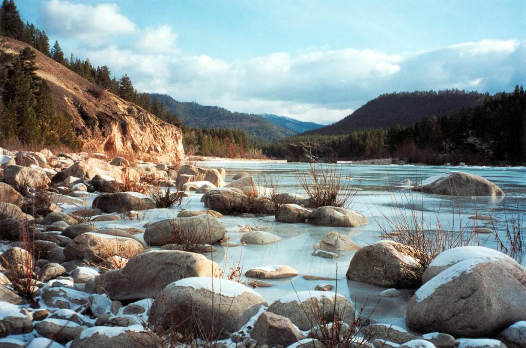 Река Ина - крупнейший левый приток реки Баргузин. Икатский хребет. На снимке: урочище Развилка у устья р. Турокча.