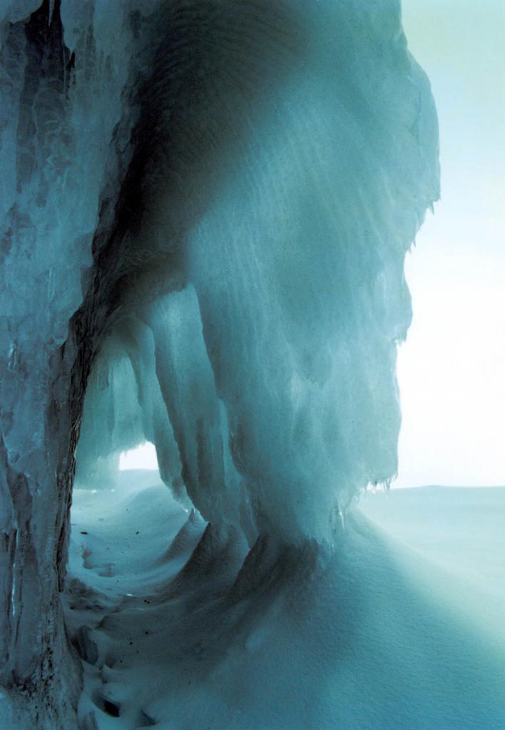 Замерзшие волны осенних штормов.