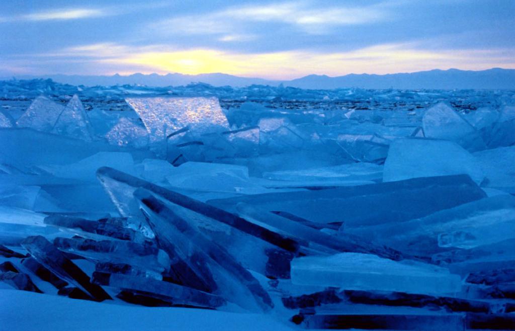 Морозный рассвет на Северном Байкале. Снимок сделан в конце марта.