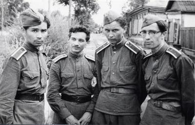 Александр Вампилов (первый слева). Военные сборы в Амурской области, 973-й десантный полк.