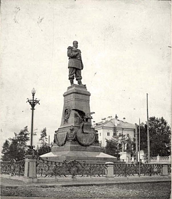 Памятник Императору Александру III