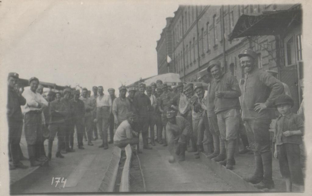 Игра в боулинг.Иркутск 1919