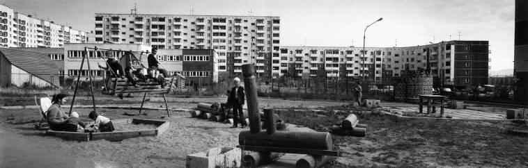 Детская площадка во дворе многоквартирного дома