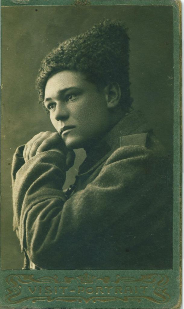 На память дядюшке (неразборчиво) от казака Демитрия. 1917