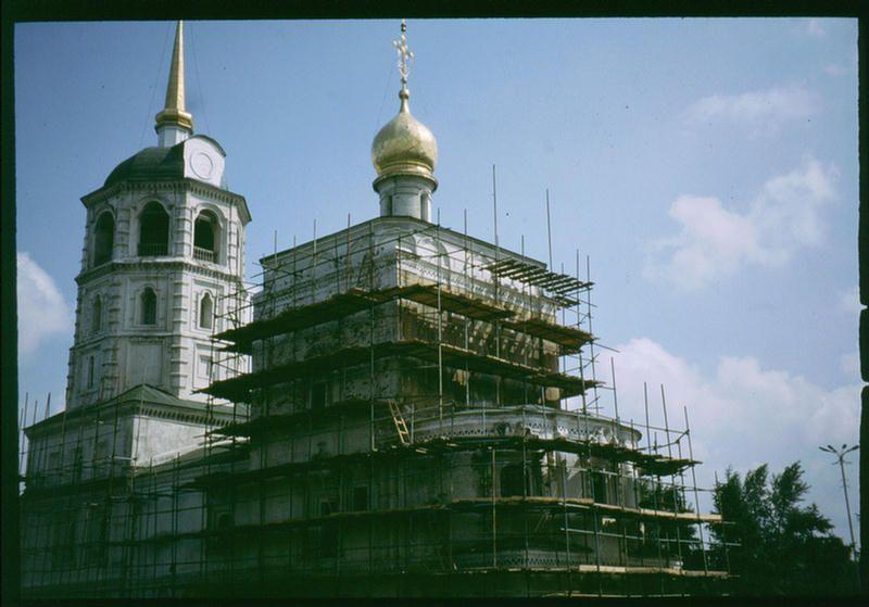 Реставрируемая церковь.