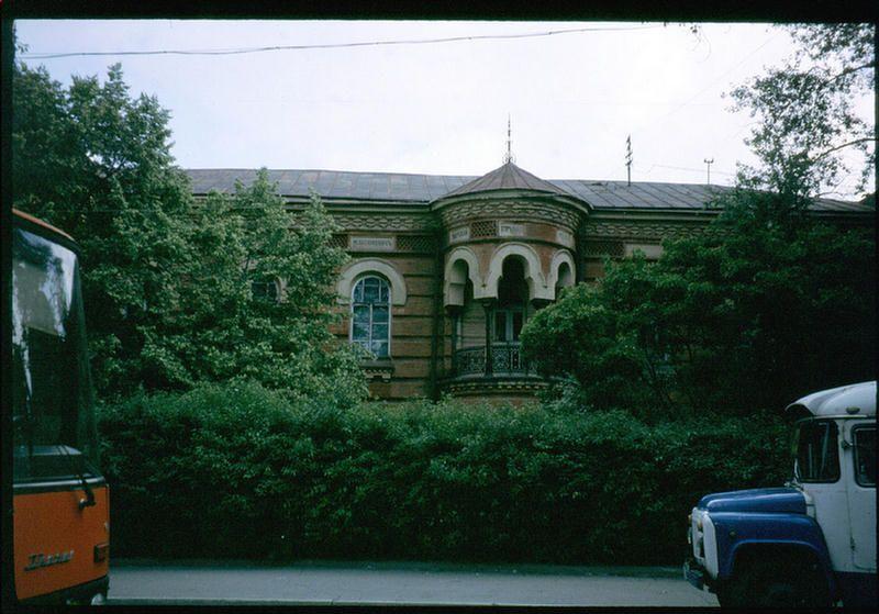 Здание Исторического музея на набережной Иркутска