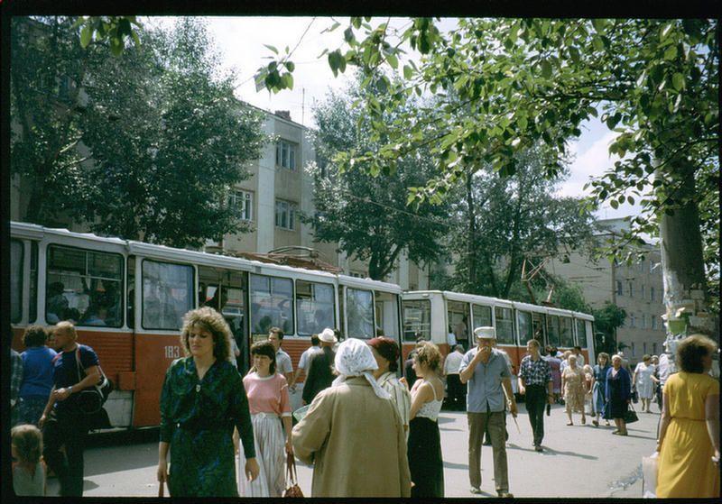 Трамвайная остановка на Волжской в Иркутске