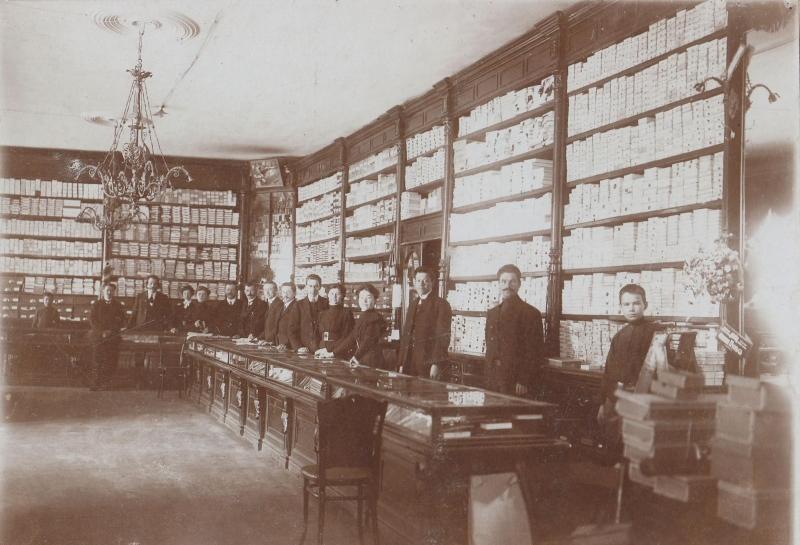Аркадий Иванович Соснин, служивший в магазине С.С.Кальмеера в Иркутске приказчиком и заведующим галантерейным отделом.Фото 1900-1910-х годов