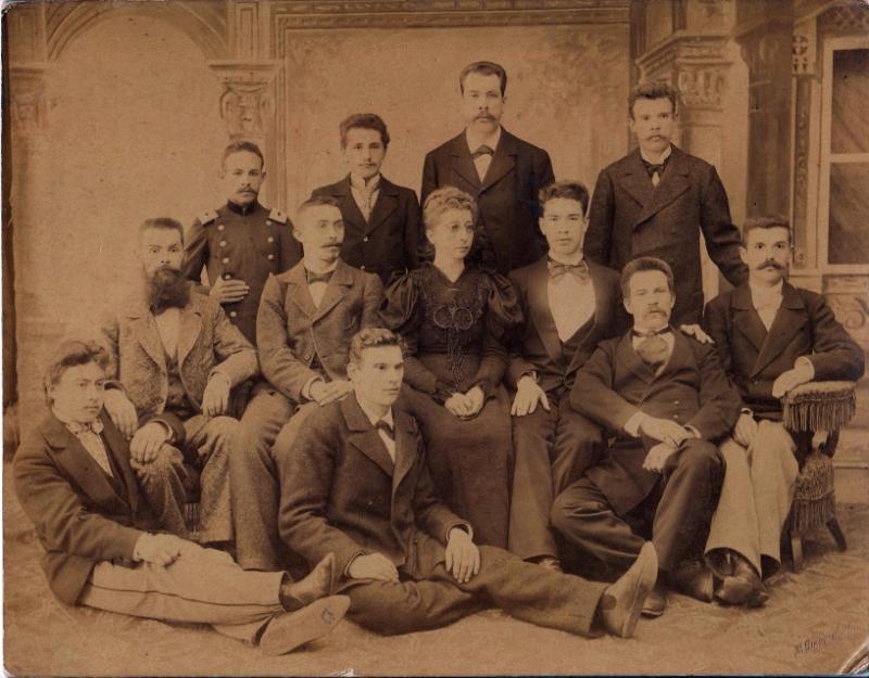 Служащие магазина С.С.Кальмеера в Иркутске 1900-1910гг.В третьем ряду третий справа-Аркадий Иванович Соснин