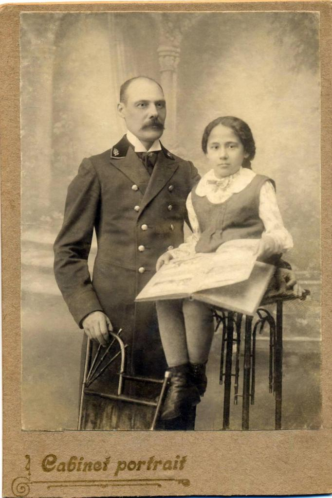 Лиза Маслова с отцом (предположительно 1915 год)