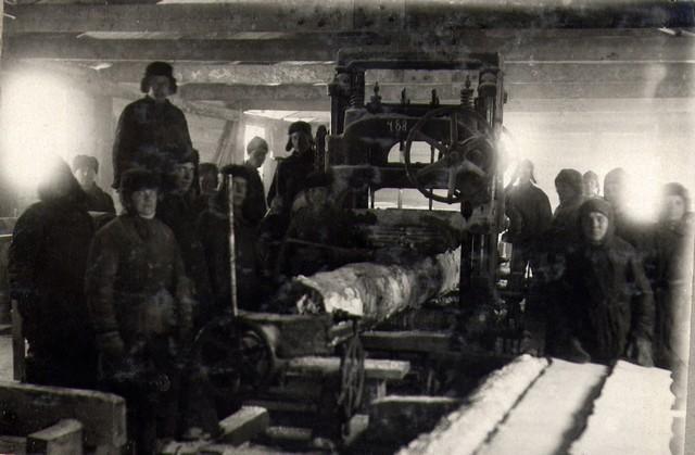 У лесорамы на лесозаводе январь 1935г.