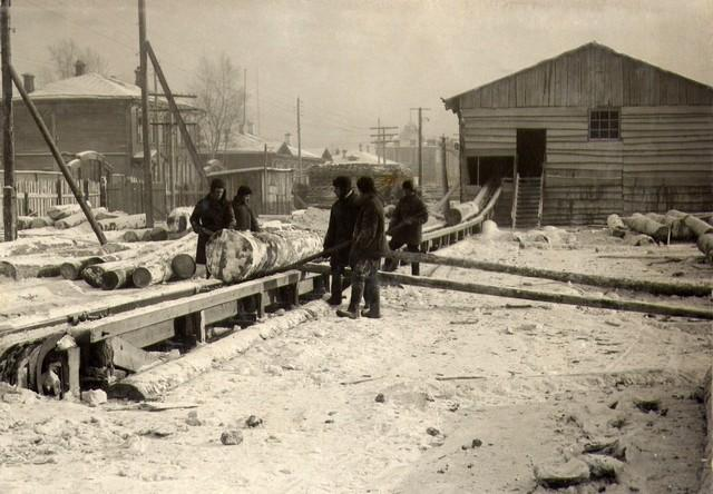 Подача леса на сомотаске в корпус лесозавода Январь 1935г.