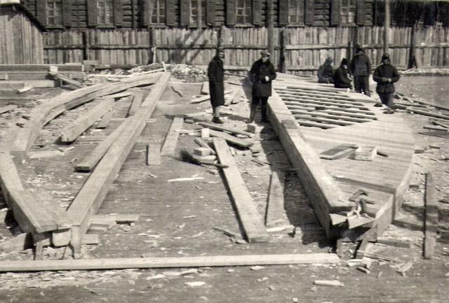 Сооружение дощатых кружал на плазу. Март 1935г.