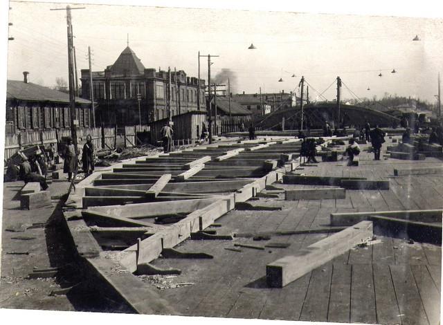 Заготовка элементов подмостей на строй-дворе. Апрель 1935г.