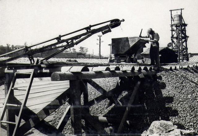На камнедробильном заводе правого берега. Июль 1935г.