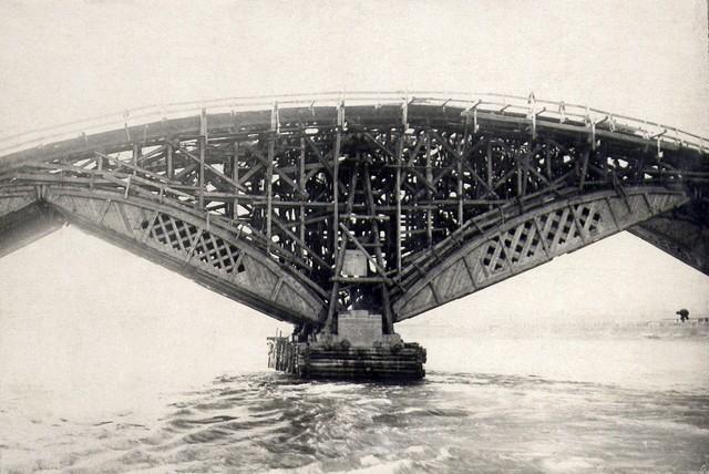 Надстройка на дощатых кружалах под опалубку арок. Август 1935г.