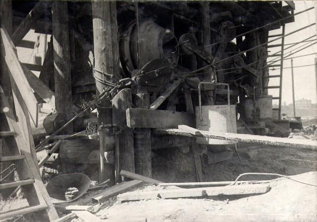 У бетонного завода правого берега. Август 1935г.